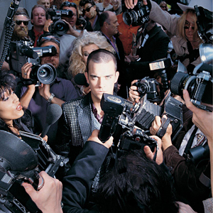 Life_thru_a_lens-Robbie_Williams