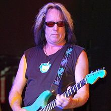 1948-Todd_Rundgren_at_Revolution_Live_(cropped)-Wikipedia