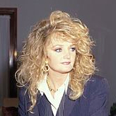 1951-Bonnie_Tyler_in_Moscow,_6_May_1997