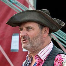 1958-Mark_Radcliffe,_Hat_competition,_Under_The_Stars_festival,_Cawthorne-Wikipedia