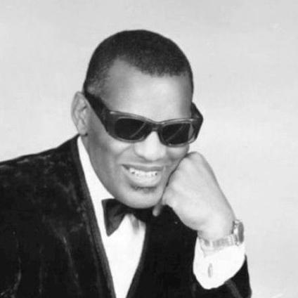 2004-Ray_Charles_classic_piano_pose
