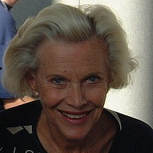 1925-Honor_Blackman_2000-Wikipedia