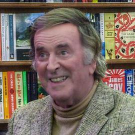 1938-2016-Terry_Wogan_at_Cheltenham_Literature_Festival-Wikipedia