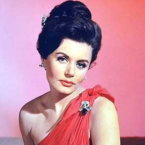 1928-2018-Eunice_Gayson-James_Bond_Wiki