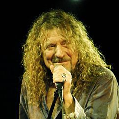 1948-Robert_Plant_at_the_Palace_Theatre,_Manchester-Wikipedia