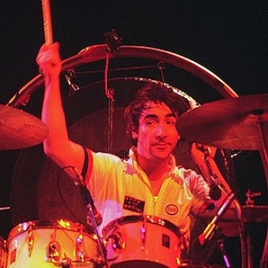 1946-1978-Keith_Moon_4_-_The_Who_-_1975-2-Wikipedia