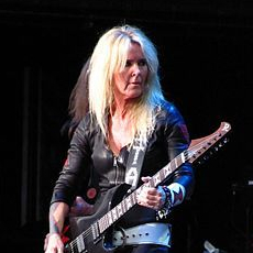 1958-Lita_Ford_at_Jones_Beach_2012_01-Wikipedia