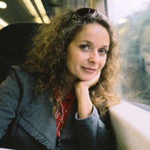 1968-Julia_Sawalha-Wikipedia
